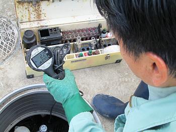 浄化槽保守点検作業